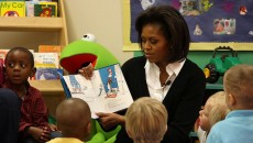 800px-Flickr_-_The_U.S._Army_-_Story_time_with_the_First_Lady