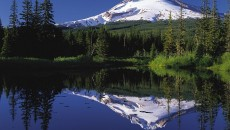 Mount_Hood_reflected_in_Mirror_Lake,_Oregon