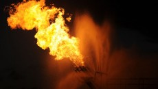 800px-Burning_gas_from_Deepwater_Horizon_oil_spill_2010-05-16