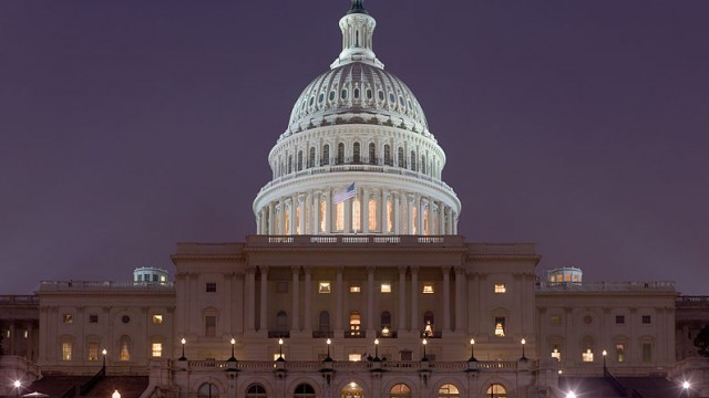 795px-US_Capitol_Building_at_night_Jan_2006