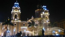 800px-Lima_Cathedral