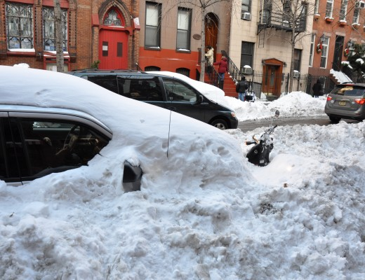 Burried_cars_after_the_2010_North_American_blizzard_(7181756504) copy